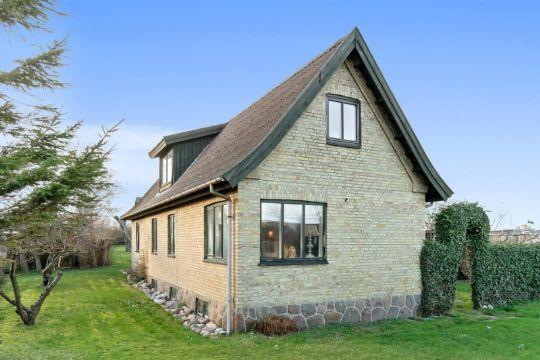 Hyggeligt hus med gæstehus