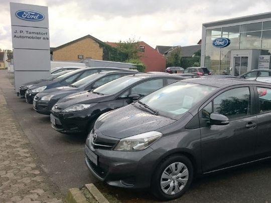 Bilforhandlers overskud halveret