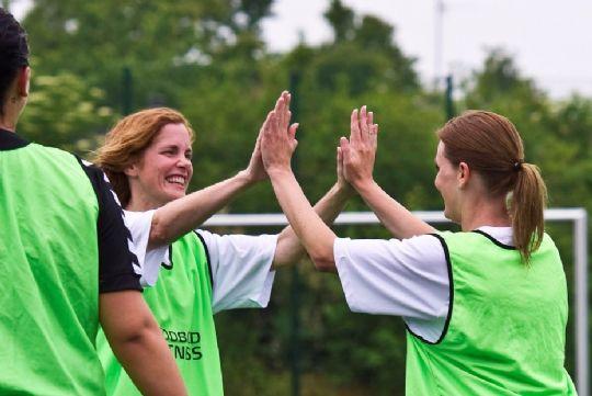 Kvinder spiller hyggebold i NIF