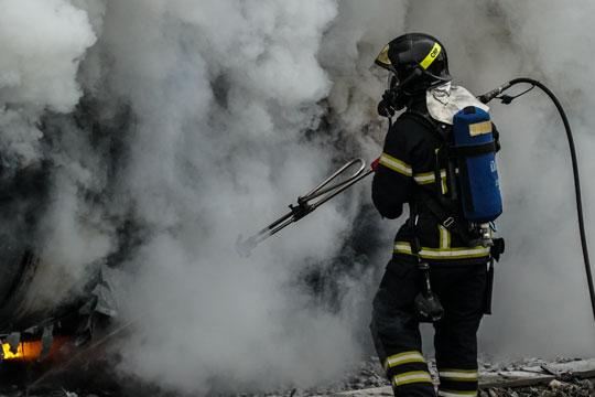 Brand i flislager på gård på Nakke