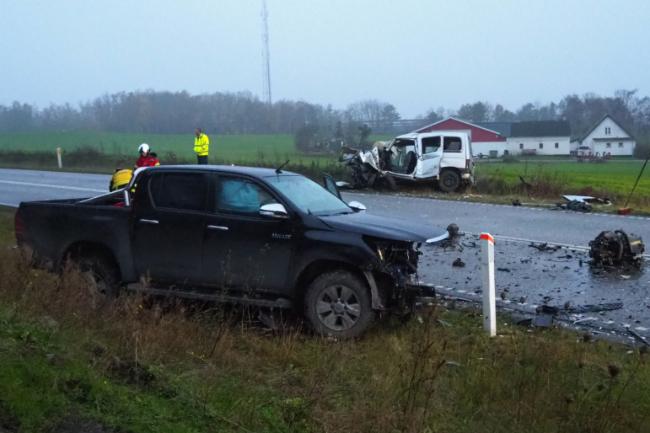 21-årig bilist årsag til voldsomt trafikuheld