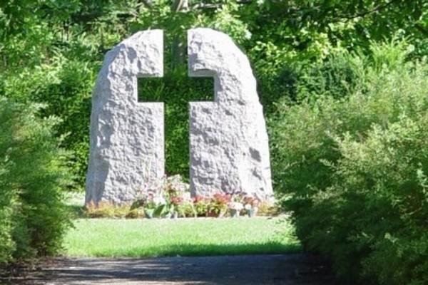 Leder af kirkegårde går på pension