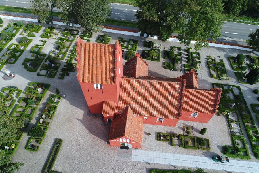 Kirkegård kortlagt via digitalt dronefoto