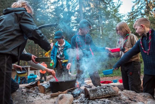 Spejdere inviterer på vandretur og bålmad