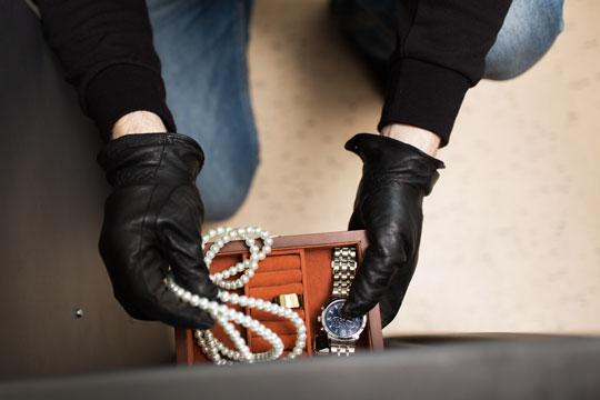 Smykker og kontanter stjålet i villa i Nykøbing