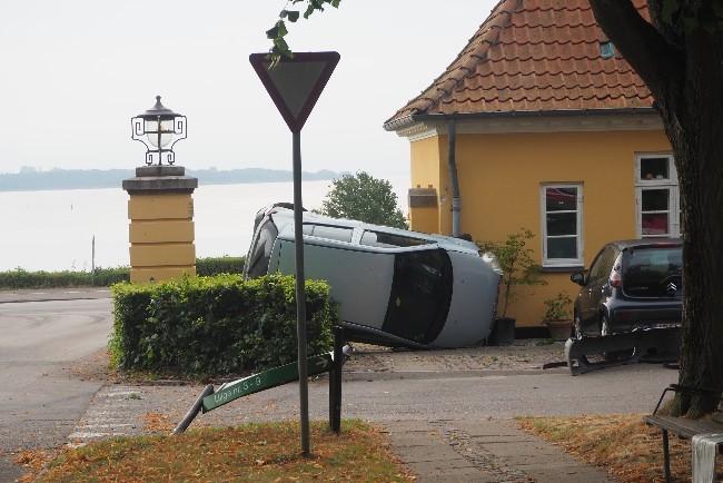 Stjålet bil torpederede hus i Annebergparken