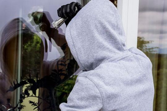 Smykker stjålet fra ulåst villa i Højby