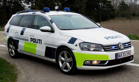 Påvirket 17-årig kørte bil med falske nummerplader
