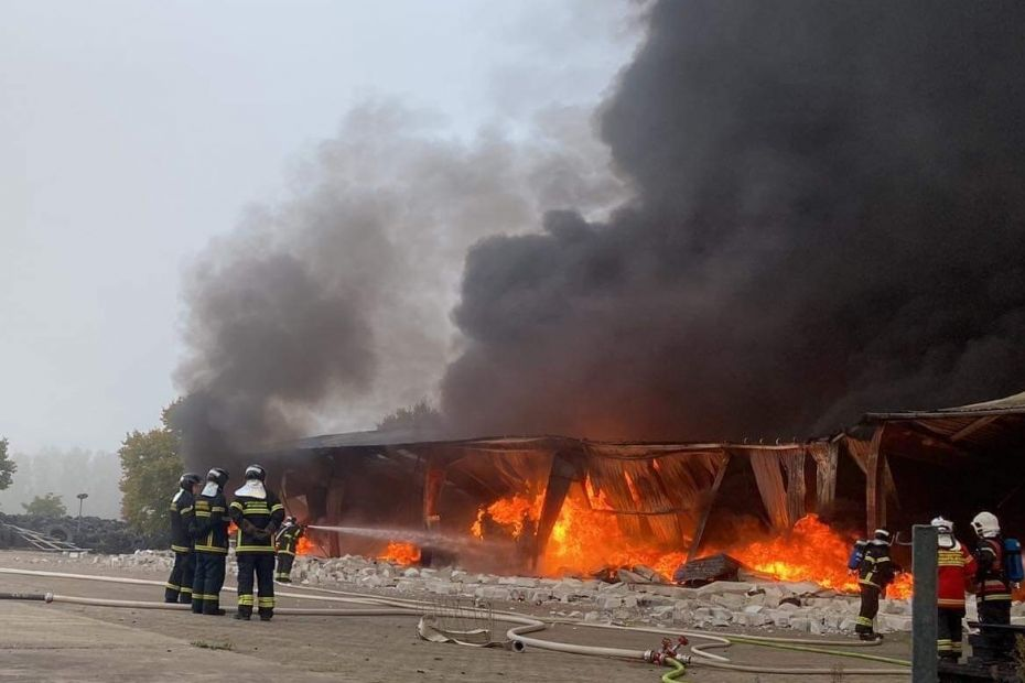 Voldsom brand på fabrik i Egebjerg