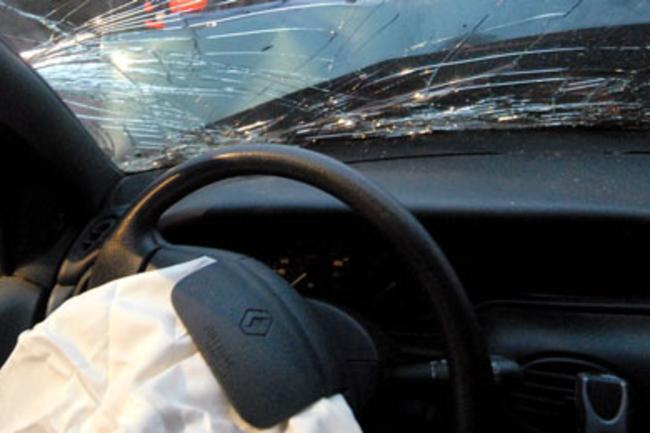 Bilist påkørte træ Annebjerg Stræde