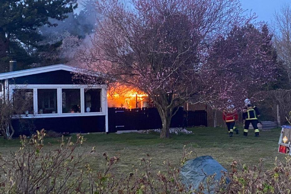 Brand i udhus ved sommerhus i Klint