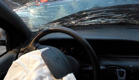 Trafikuheld på grund af våd vejbane
