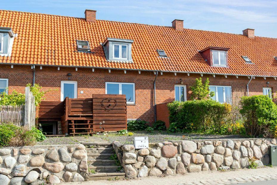Lyst og indbydende rækkehus i Nykøbing