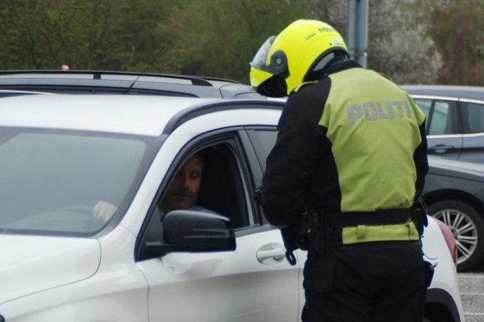 Bilist fra Odden uden kørekort påvirket af narko