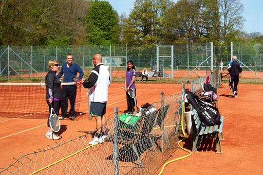 Flere spiller tennis i Nykøbing og Højby