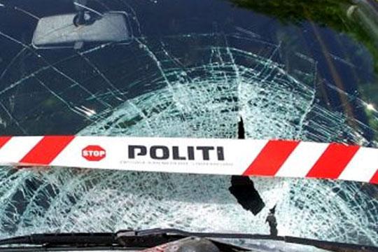 To biler i frontalt sammenstød